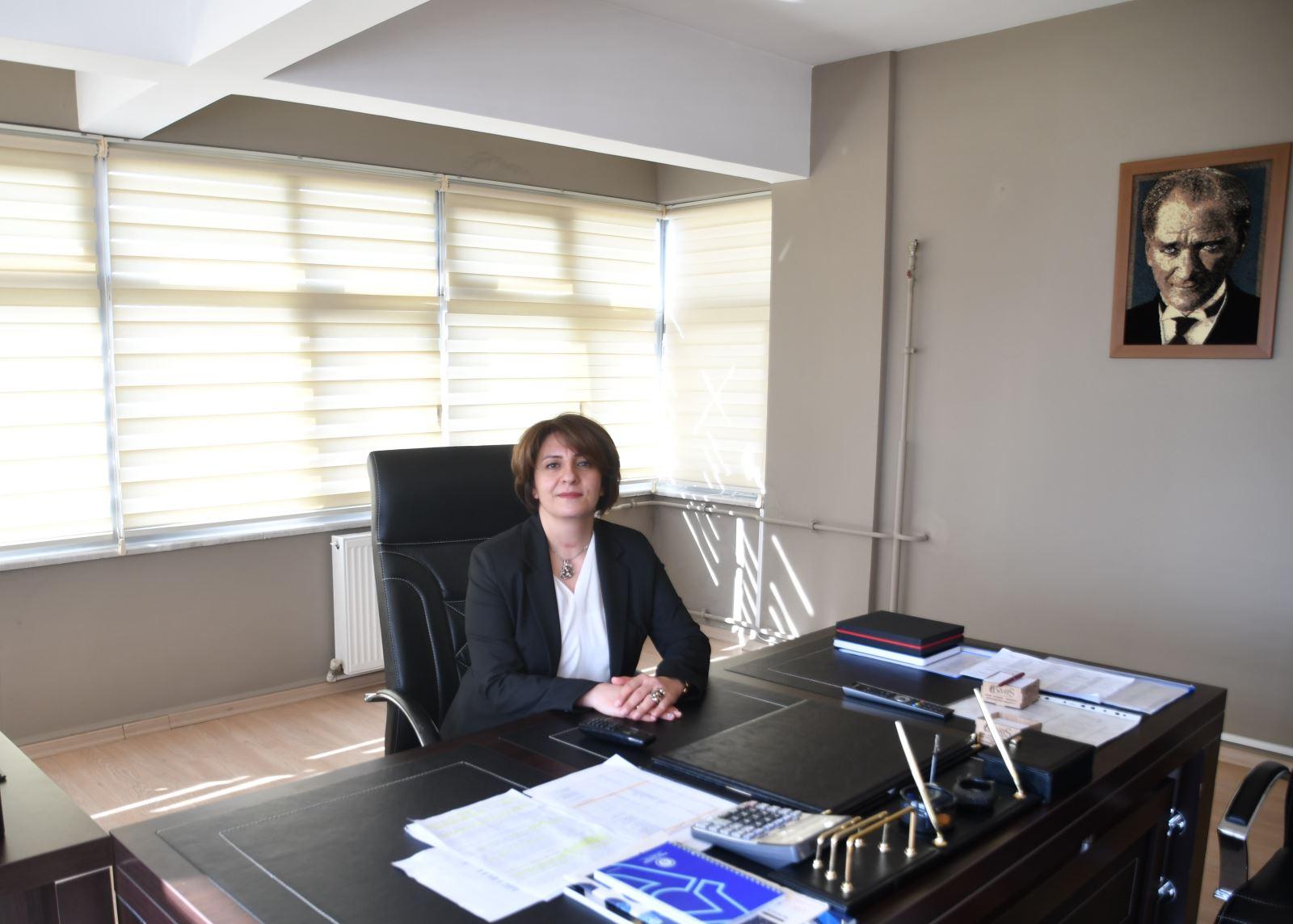Şebnem Betül Karanfil (Fakülte Sekreteri)